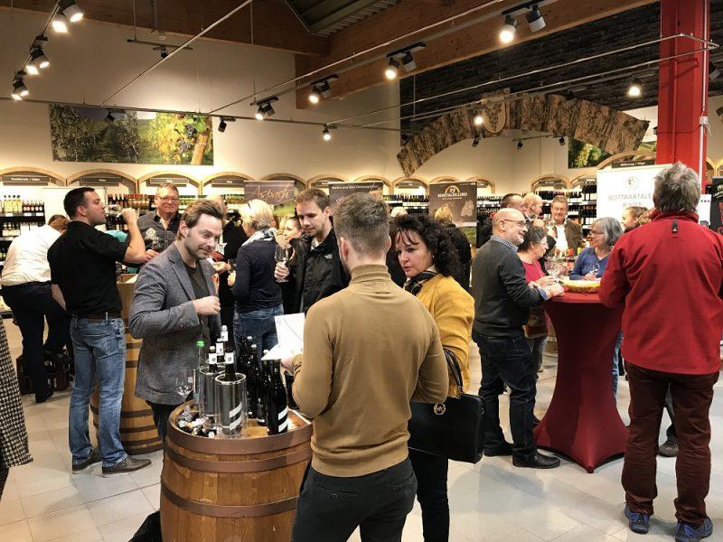 Kaufland in Steinheim, Vinothek mit Ausstellern aus dem Bottwartal 2021